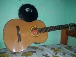 Vende-se este violão com pandeiro