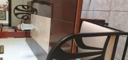 Uma mesa de 8 lugares