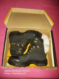 VENDO BOTA CATERPILLAR CAT VALOR R$ 180,00