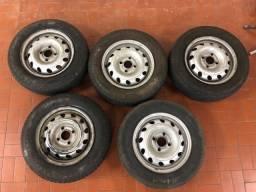 Jogo de 5 rodas de ferro com pneu originais do corsa com calotas centrais