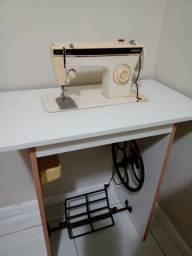 Vendo máquina costura singer $ 300.00
