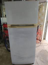 Vendo geladeira froost free, Prosdócimo $300,00