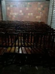 Cadeiras de restaurante ou churrascaria