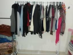 Guarda Roupa/ Comoda/ Arara de roupas e cama infantil