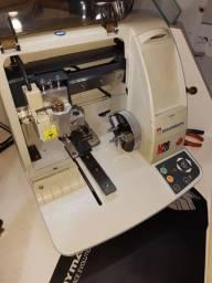 Máquina CNC para gravar alianças