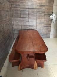 Mesa rústica de jaqueira