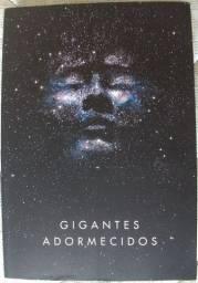 """Livro """"Gigantes Adormecidos"""""""