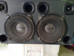 Caixa de som no  preço com fones de 12 de 500,tuitas, é cornetas.