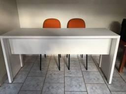 Mesas/Escrivaninha e cadeiras