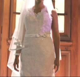 Vestido de noiva bordado e rendado