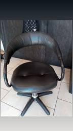 Cadeira hidráulica semi nova 300,00