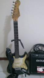 Vendo guitarra strato + cubo Meteoro NDE15 + Pedal