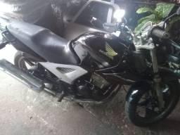 Vende-se essa moto Twuist ano 2000