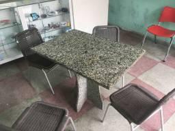 Mesa de mármore junto com 4 cadeiras!