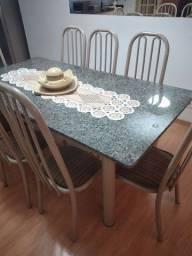 Vendo mesa de mármore com 8 cadeiras semi nova