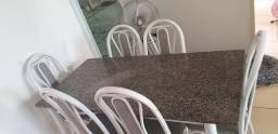 Mesa de jantar de granito