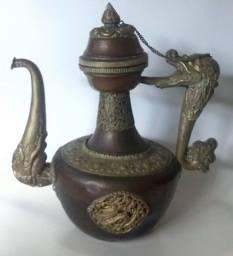 Bule Marroquino em cobre e metal prateado trabalhado