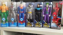 Bonecos marca DC e Marvel de 30cm articulados. Preço imbatível.