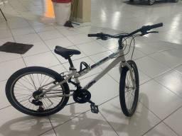 Bicicleta aro 24 Caloi com marcha