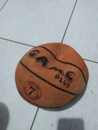 Vendo bola de basquete (só está murcha)