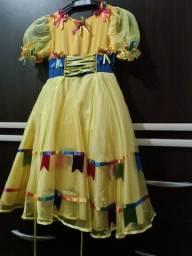 Vestido festa junina tamanho 8