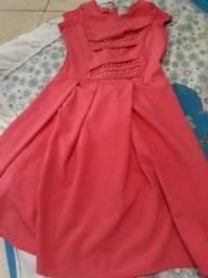 Vende se um vestido social de menina