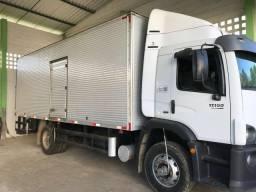 Caminhão baú - 2013