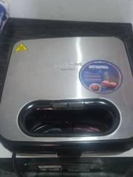 Sanduicheira/Grill britania maxx+ BGRO8IP+ 750 v antiaderente