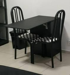 Mesa retrátil com 2 cadeiras