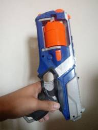 Pistola nerf com dois dardos