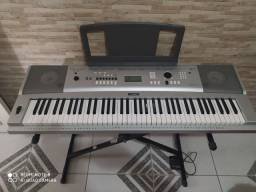 Vendo teclado Yamaha DGX 230