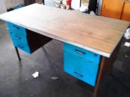 Mesa de ferro para escritório usada
