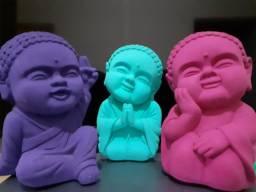 Trio de Monges Coloridos em Resina