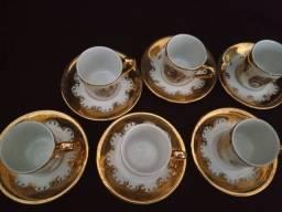 Conjunto de xícaras antigo