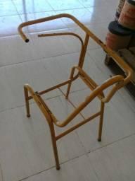 Armação de ferro para cadeira escolar.