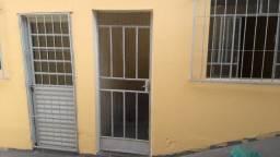 Casa de 02 quartos com 01 vaga de garagem - Bairro Glória