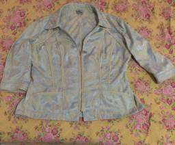 Blusa estilo jaqueta usada, bem conservada