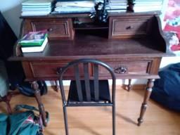 Escrivaninha em madeira ( relíquia)