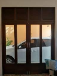 Portas e janela em madeira jatobá