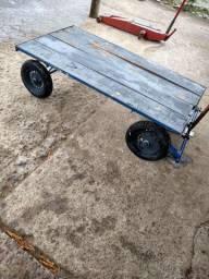 Carrinho de carga de quatro rodas
