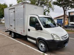 Top caminhonete Iveco Daily 35s14 2010 baú de 4,20 categoria B