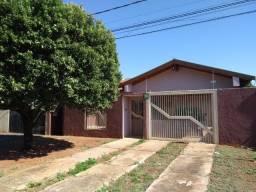 Casa espaçosa, com piscina, pronta para morar no bairro Caiçara