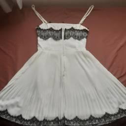 Vestido mini, grapeado.
