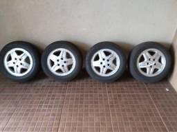 Jogo de Rodas liga leve Aro 15 5 furos com pneus