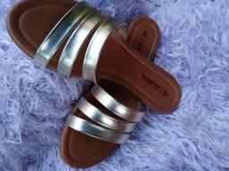 Sandálias e rasteiras.