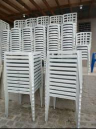 Título do anúncio: Mesas e cadeiras locação 10.00 jg