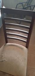 Vendo cadeiras de madeira Com estofado
