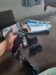 Máquina de cortar cabelo nova.
