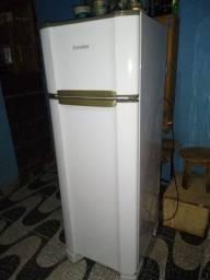 Vendo geladeira Esmalte