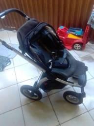 Vendo carrinho de bebê importado
